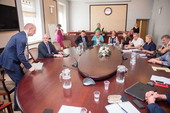Josvydo Elinsko / 15min nuotr./Ministras Algirdas Monkevičius susitiko su mokyklų vadovais