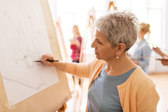 123RF.com nuotr./Moteris mokosi piešti