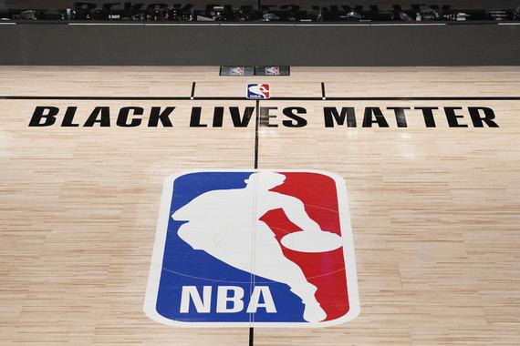 """""""Scanpix"""" nuotr./""""Black Lives Matter"""" užrašas vienoje iš NBA """"burbulo"""" arenų"""