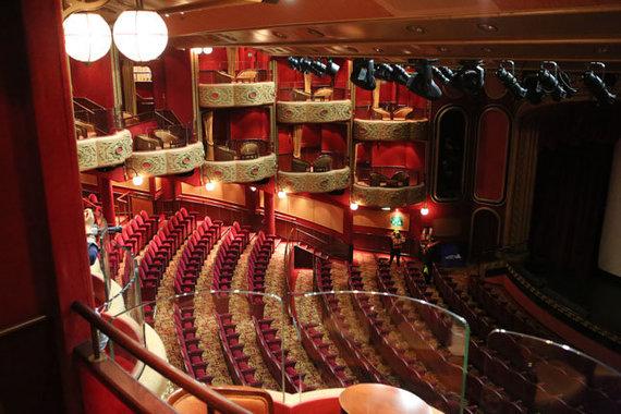 "Vakarų ekspreso nuotr. /""Queen Victoria"" teatras laive"