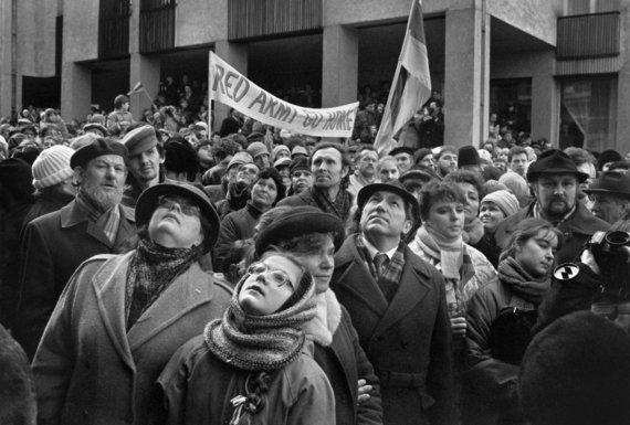 Vytauto Daraškevičiaus nuotr./Vasario 16-oji Vilniuje 1989-aisiais
