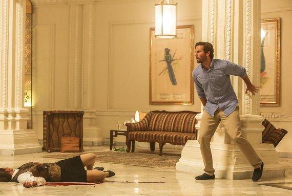 """Filmo platintojų nuotr./Kadras iš filmo """"Mumbajaus Viešbutis"""""""