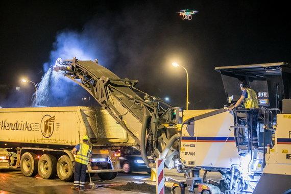 Sauliaus Žiūros nuotr./Sostinėje remontuojama apie 150 daugiabučių kiemų, gatvių remontas – tik naktimis