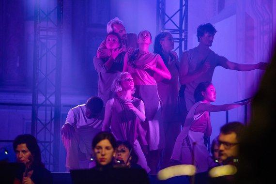 """Svetlanos Baturos nuotr./Tarptautinio šokio festivalio """"Aura'29"""" vertikalės ir horizontalės"""