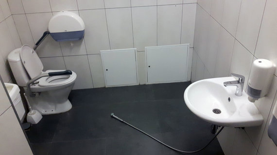 """15min skaitytojo nuotr./Neįgaliesiems """"pritaikytas"""" tualetas Kauno """"Akropolyje"""""""