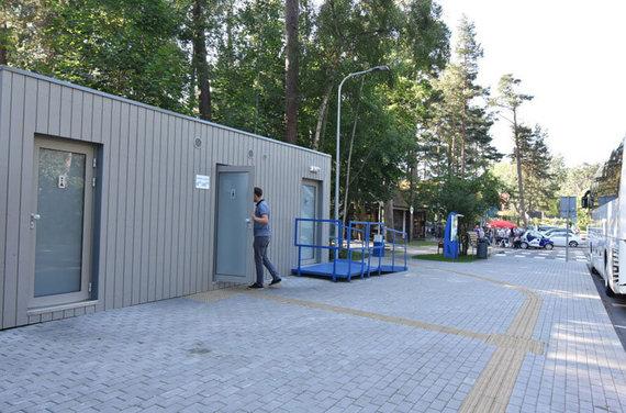 Eimanto CHACHLOVO nuotr./NERINGA. Neringoje yra 12 konteinerinių tualetų, dar tris planuojama pastatyti šiemet