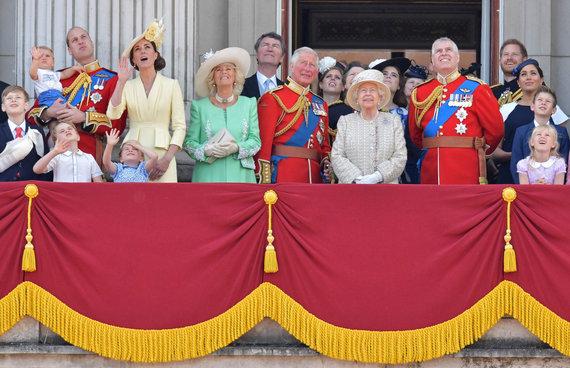 """""""Scanpix"""" nuotr./Vėliavos pagerbimo ceremonijos Didžiojoje Britanijoje akimirka"""