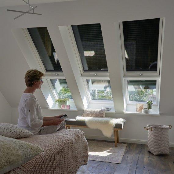 VELUX/Išorinės žaliuzės apsaugo nuo saulės spiginimo ir nepageidaujamo karščio patalpose