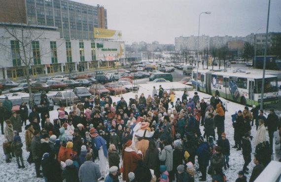 Santa Claus visit at the Vilnius' Žirmūnai petrol station in 1998