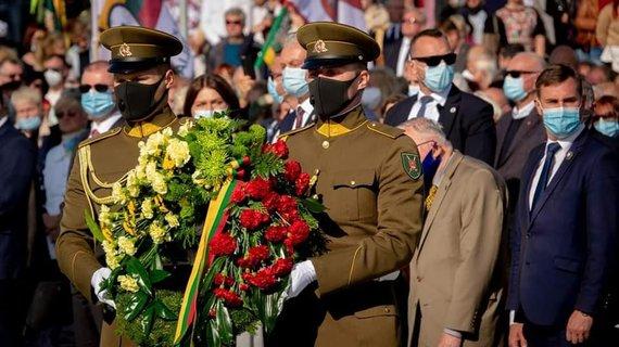 A.Bautronio feisbuko nuotr./Memorialo Lietuvos partizanams Kryžkalnyje atidengimo iškilmės
