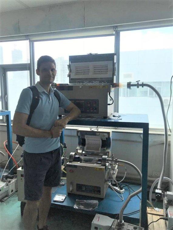 Asmeninio archyvo nuotr./Uhano nacionalinėje optoelektronikos prof. Jiang Tang laboratorijoje pagrindiniai tyrimams naudoti įrenginiai – vamzdinė ir greito kaitinimo krosnys