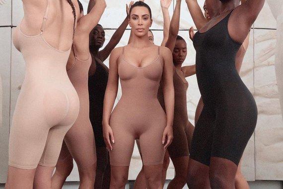 """""""Instagram"""" nuotr./Kim Kardashian naujoji """"Kimono"""" baltinių linija"""