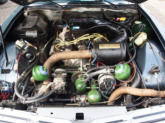 """Wikimedia nuotr./Žvilgsnis po """"Citroën SM"""" kapotu – Maserati variklis yra sumontuotas viduryje, o žalios sferos yra važiuoklės komponentai"""