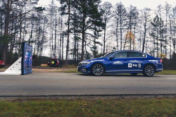 """Vytauto Pilkausko nuotr./""""Lietuvos metų automobilio"""" komisijos nariai vertino automobilių savybes"""