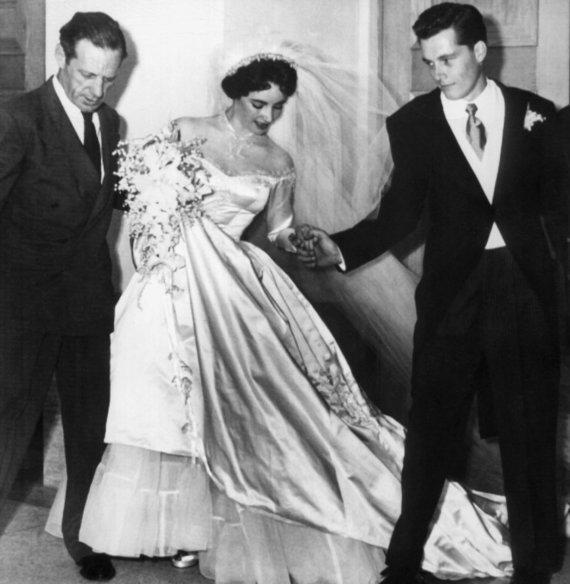 Vida Press nuotr./Elizabeth Taylor ir Conrado Hiltono vestuvės