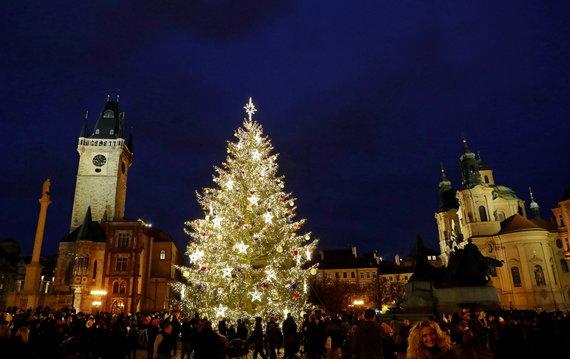"""""""Reuters""""/""""Scanpix"""" nuotr./2020 m. Prahos kalėdinė eglė"""