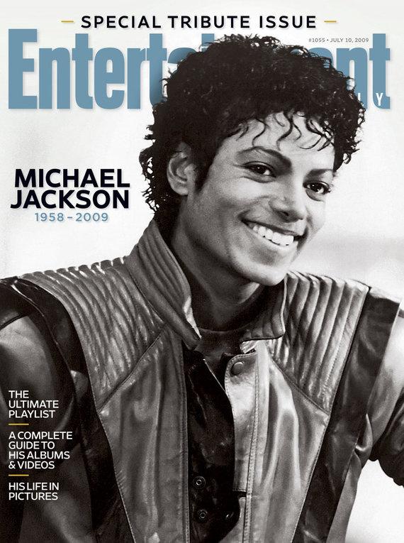 """""""Scanpix""""/AP nuotr./Michaelas Jacksonas (1983 m.), vilkintis """"Thriller"""" klipo kostiumą, ant 2009 m. žurnalo viršelio"""
