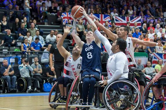 Didžiosios Britanijos krepšinio vežimėliuose organizacijos nuotr./George'as Batesas (su kamuoliu)