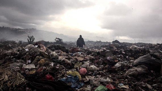"""Kadras iš F.Rufini dokumentinio filmo """"City of Flies"""""""