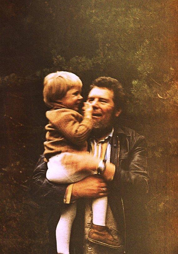 Asmeninio archyvo nuotr./Su tėčiu Vincu Dineika