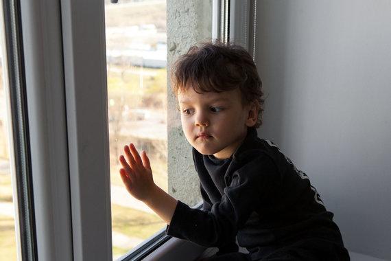123RF.com nuotr./Vaikas izoliacijoje