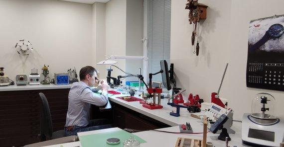 Asmeninio archyvo nuotr./Laikrodininkystės G.Jarusevičių mokė šios srities profesionalė, pradirbusi su jais daugiau nei penkiasdešimtis metų, mama Vanda