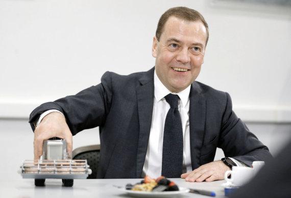 """""""Scanpix""""/AP nuotr./Dmitrijus Medvedevas neturi daug priežasčių šypsotis"""