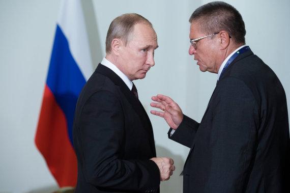 """""""Scanpix"""" nuotr./Vladimiras Putinas ir Aleksejus Uliukajevas 2016 metais"""