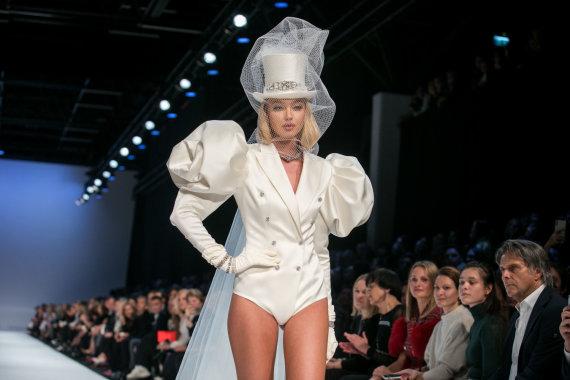"""Juliaus Kalinsko / 15min nuotr./Juozo Statkevičiaus 2020 m. pavasario ir vasaros """"haute couture"""" kolekcija"""
