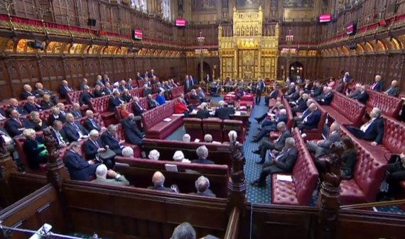 """AFP/""""Scanpix"""" nuotr./Jungtinės Karalystės Lordų Rūmų posėdis"""