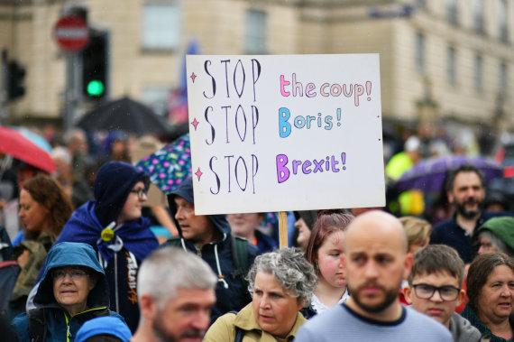 """""""Reuters""""/""""Scanpix"""" nuotr./Protestuotojai Londone"""
