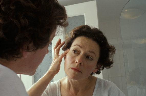 Vida Press nuotr./Moteris prieš veidrodį
