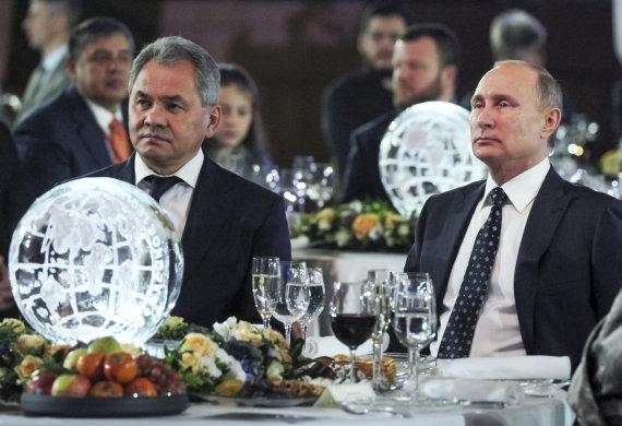 """""""Scanpix""""/AP nuotr./V.Putinas ir S.Šoigu (kairėje)"""