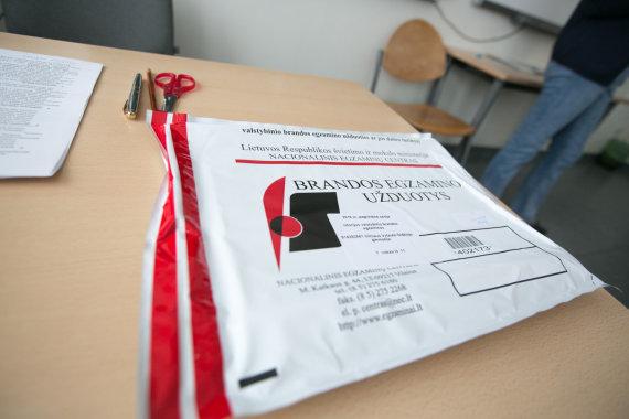 Juliaus Kalinsko / 15min nuotr./Abiturientai laikė valstybinį istorijos egzaminą