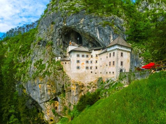123RF.com nuotr./Predjamos pilis, Slovėnija