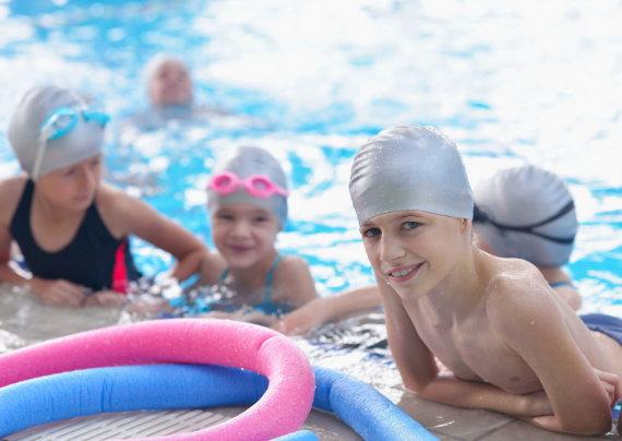 123RF.com nuotr./Vaikai baseine