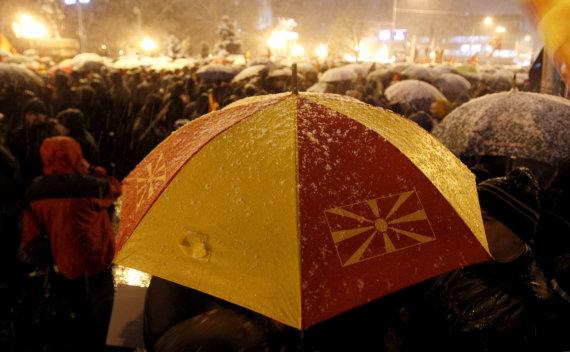 """""""Scanpix"""" nuotr./Makedonijos sostinėje tūkstančiai žmonių protestavo prieš planus keisti šalies pavadinimą"""
