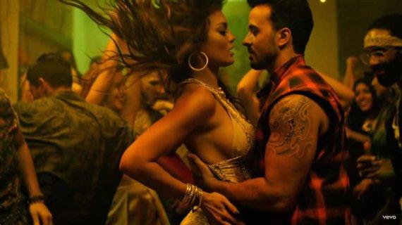 """Video kadras/Zuleyka Rivera ir Luisas Fonsi klipe """"Despacito"""""""
