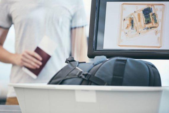 """123rf.com nuotr./""""Luminor Black"""" kortelės savininkai keliaudami gali jaustis saugūs"""