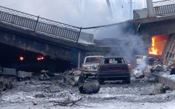 """Scanpix""/ITAR-TASS nuotr./Netoli Donecko oro uosto sugriuvęs tiltas"