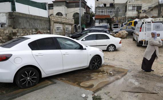 """AFP/""""Scanpix"""" nuotr./Jeruzalės palestiniečių rajone nuniokota daugiau kaip 160 automobilių"""
