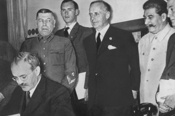 """Scanpix"" nuotr./Molotovo-Ribbentropo pakto pasirašymas Maskvoje"