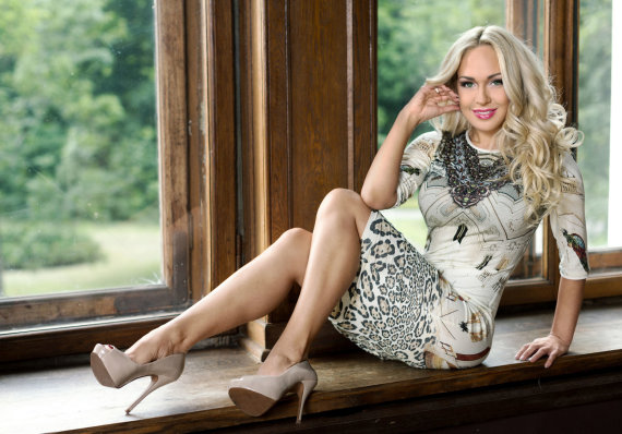 Dariaus Gražio nuotr./Oksana Pikul-Jasaitienė tapo dizainerės Indrės Kvedarienės modeliu