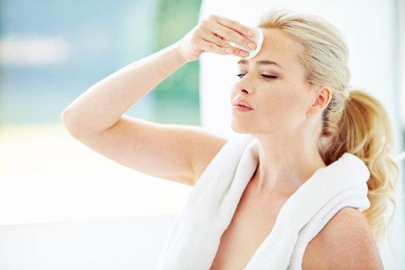 Vida Press nuotr./Miceliniu vandeniu efektyviai nuvalysite odąp po sporto