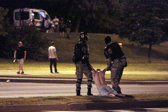 """AFP/""""Scanpix"""" nuotr./Baltarusijoje malšinami protestai"""