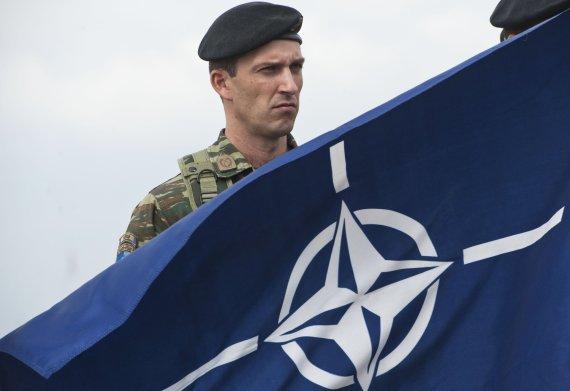 "AFP/""Scanpix"" nuotr./NATO vėliava"