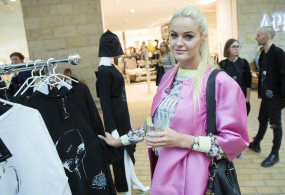 """Luko Balandžio nuotr./""""Fashion Vilnius SHOP"""" galima įsigyti jaunų dizainerių kūrinių"""