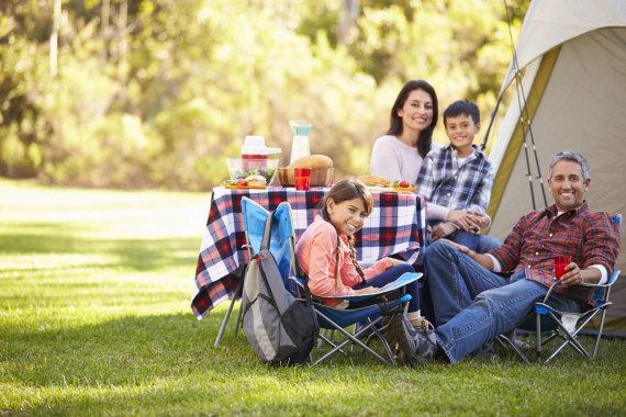 123RF.com nuotr./Iškyla gamtoje su šeima