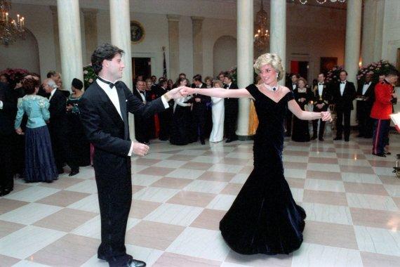 Vida Press nuotr./Johno Travoltos šokis su princese Diana