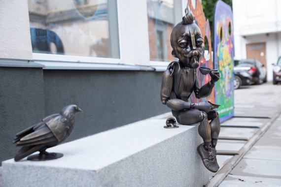 Kauno miesto savivaldybės nuotr./Naujas Kauno akcentas - nusifotografuoti kviečianti šmaikšti marionetė